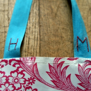 Make a toddler play apron