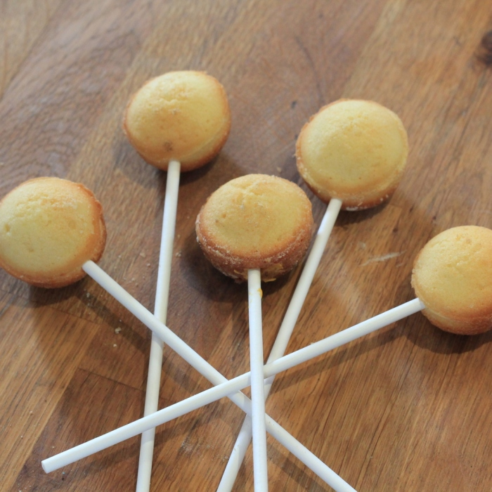 How to Make Pumpkin Cakepops #Halloween #Pumpkin #CakePops