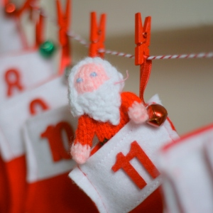 DIY Christmas Advent garland