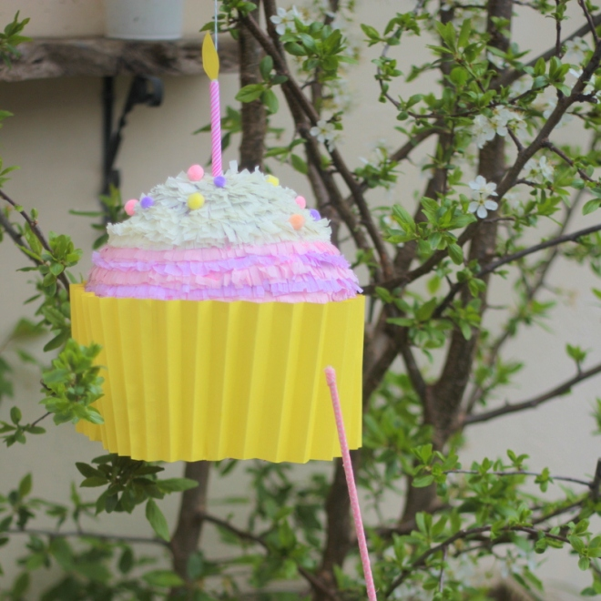 How to Make a Cupcake Pinata #KidsCraft #KidsParty #HomeDecor #PaperMache